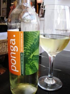 Ponga Sauvignon Blanc 2010